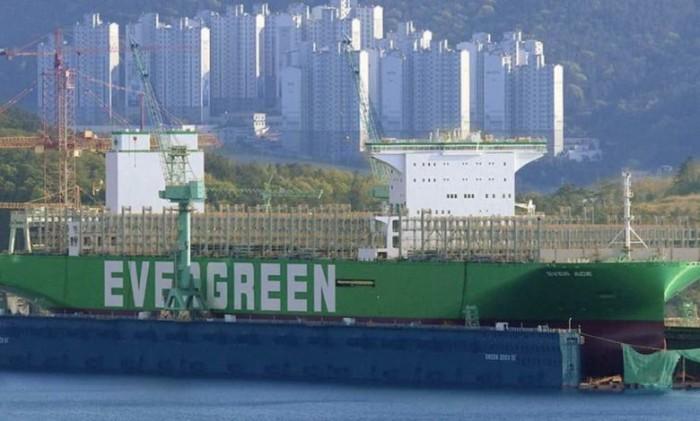 Evergreen получит самый большой в мире контейнеровоз