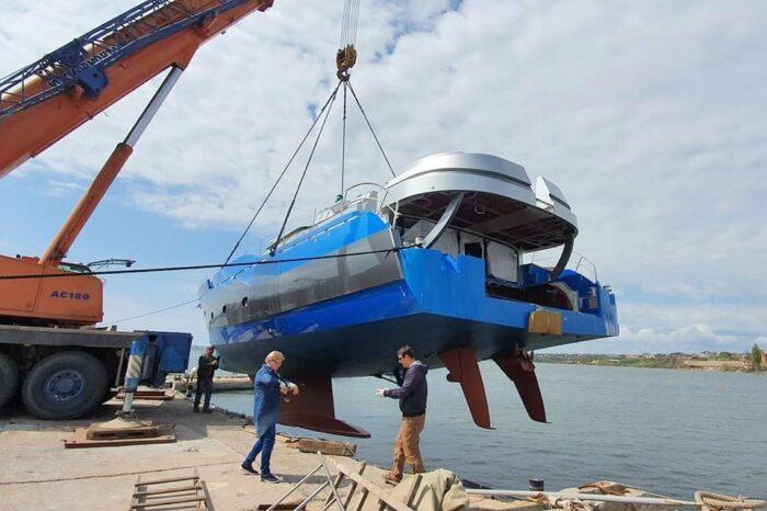 В Николаеве спустили на воду парусно-моторную яхту