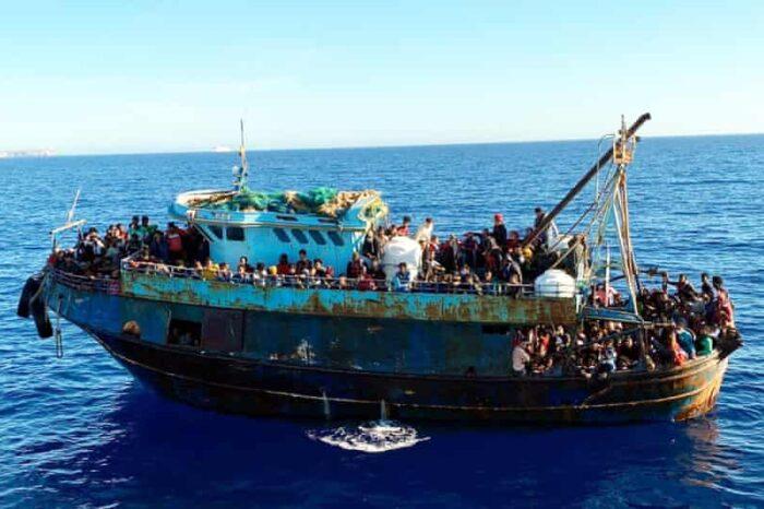 Более 20 лодок с мигрантами прибыли на итальянский остров за сутки