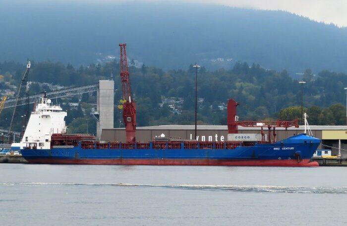 Судно с телом погибшего украинского капитана пятые сутки стоит в порту Панамы