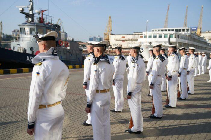 Две тысячи военных моряков выйдут на парад в Бердянске
