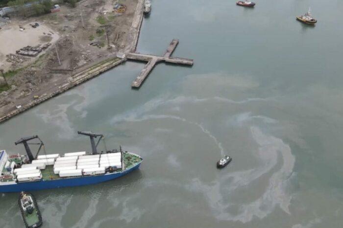 Площадь разлива нефти в Туапсе превысила 1 млн квадратных метров