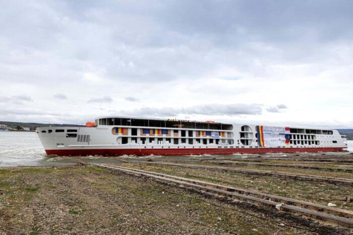 На судоверфи Concordia Damen построили экологичный речной круизный лайнер