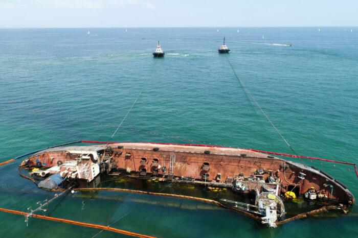 Водолазы очистили морское дно от обломков танкера «Delfi»