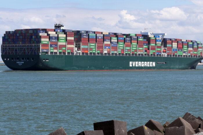 Администрация Суэцкого канала готова снизить сумму компенсации