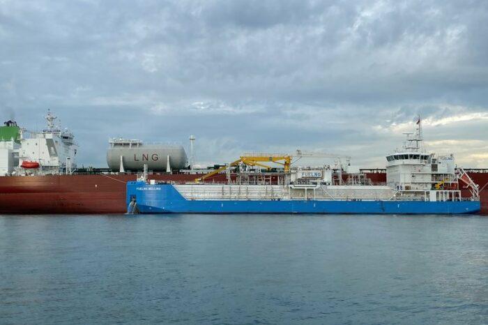 Компания FueLNG завершила бункеровку первого в Сингапуре нефтяного танкера СПГ