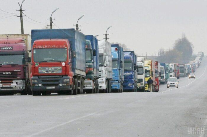 В Украине ограничат проезд для крупногабаритных грузовиков