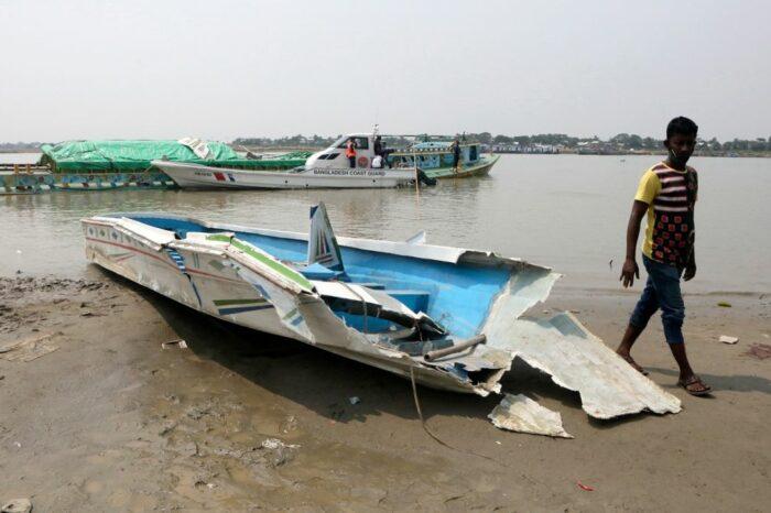 В Бангладеш столкнулись катер и сухогруз — погибли минимум 26 человек