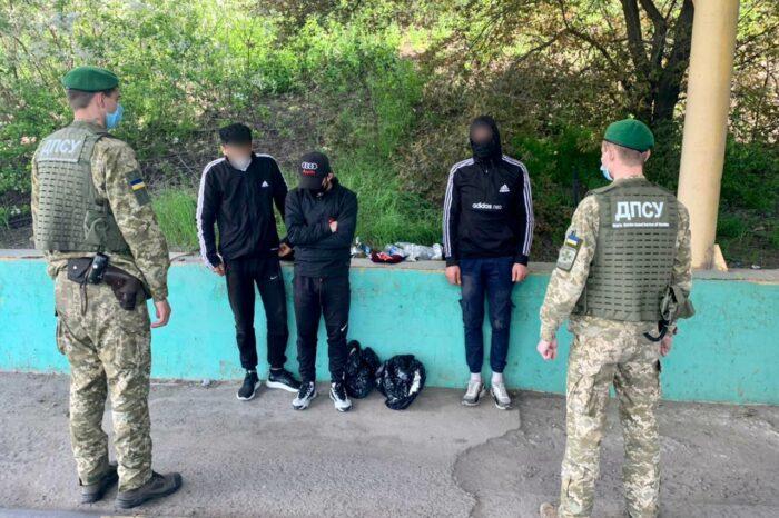Трех нелегалов обнаружили в порту «Черноморск»