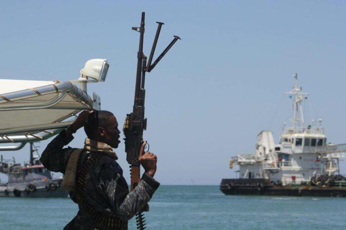 В Сингапурском проливе за три часа дважды атаковали суда