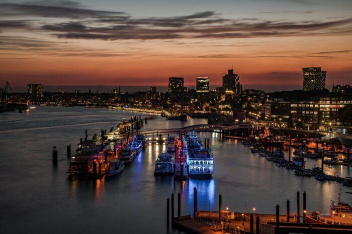 Порт Гамбург принял свой первый контейнеровоз с увеличенной осадкой
