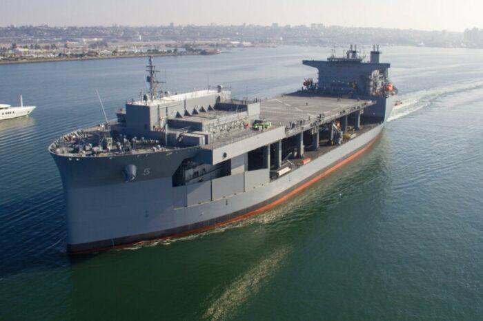 В США спустили на воду новую экспедиционную мобильную базу ВМС