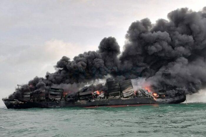 На горящем контейнеровозе X-Press Pearl объявили общую аварию