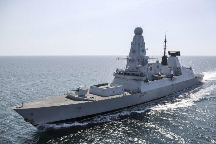 Провокация или отстаивание прав: хронология инцидента с эсминцем HMS Defender Великобритании