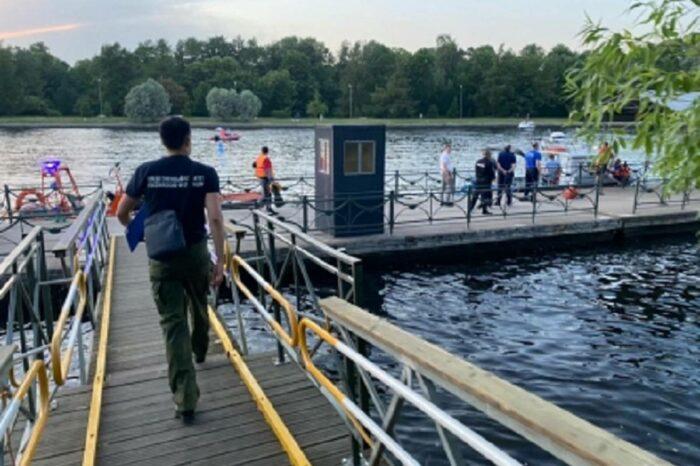 В Петербурге из-за столкновения с  теплоходом затонуло маломерное судно