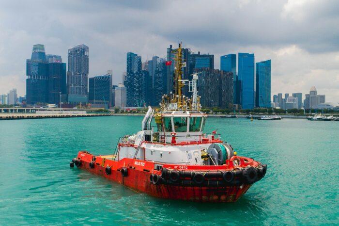 В Сингапуре научились управлять буксирами дистанционно