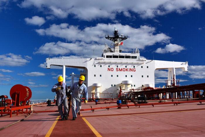 Бразилия усложнила смену экипажа для иностранных моряков