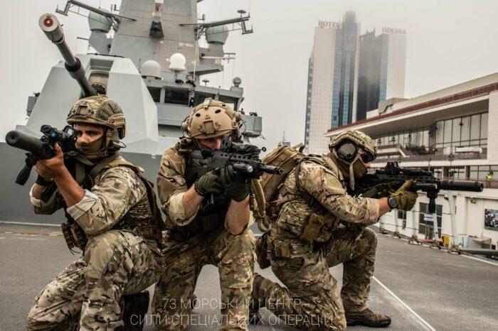 Совместные учения на эсминце HMS Defender D36 провели Украина, США и Великобритания