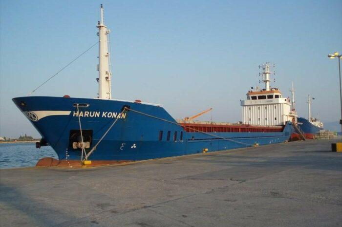Возле Херсона село на мель турецкое судно с зерном