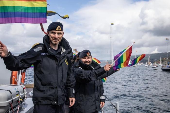 Военный флот Норвегии поднял флаг ЛГБТ