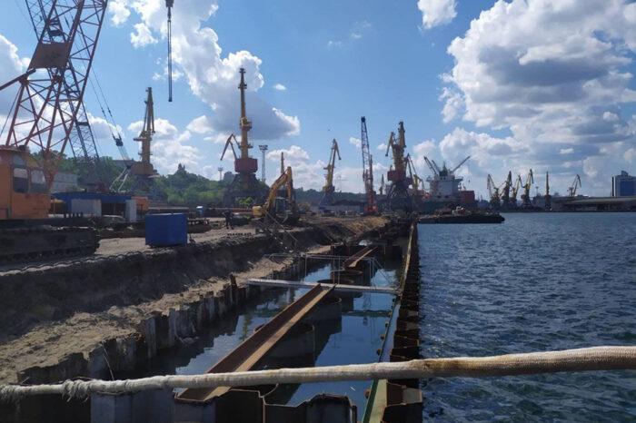 В Одесском порту продолжается реконструкция причала №7 Карантинной гавани
