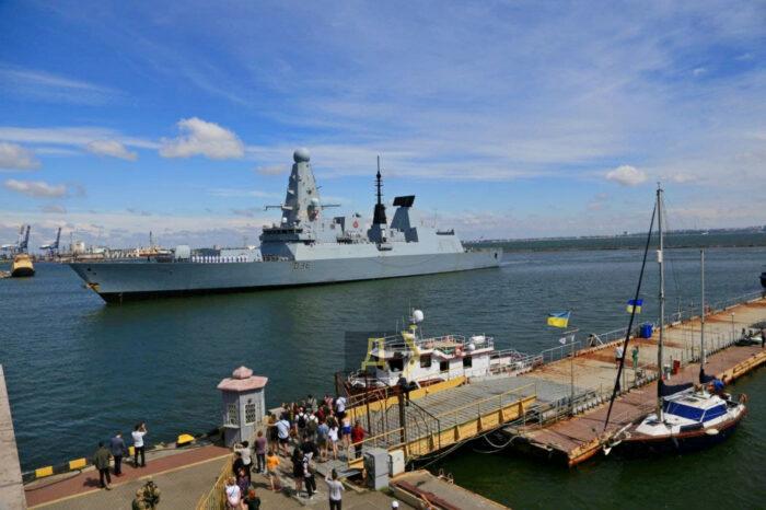 Видео дня: в Одесский порт зашли корабли Великобритании и Нидерландов
