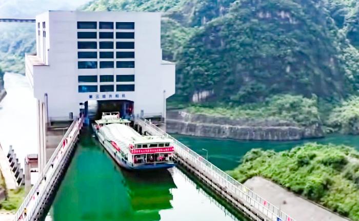 Видео дня: как работает самый высокий судоподъемник в мире