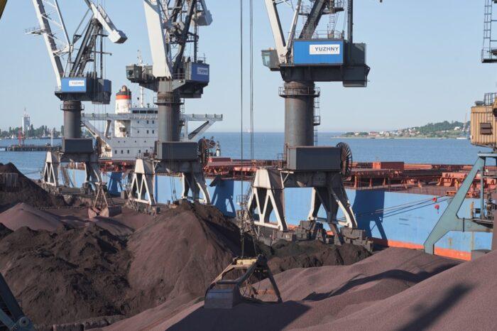 Порт «Южный» подписал контракт с компанией «Метинвест»