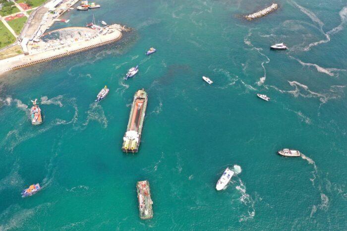 В Турции начали процесс очистки Мраморного моря от слизи