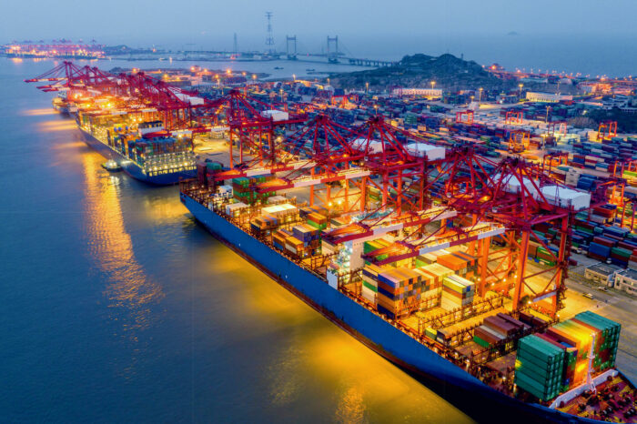 В порту Шанхай приостановили перевалку опасных грузов