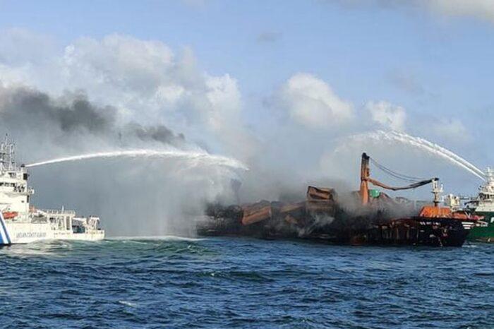 Страховщики сгоревшего у Шри-Ланки судна возместят часть убытков
