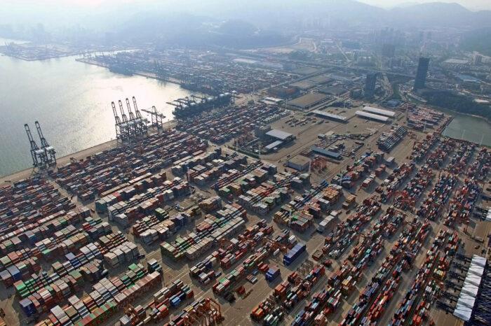 Контейнерные порты по всему миру ввели ограничения из-за заторов