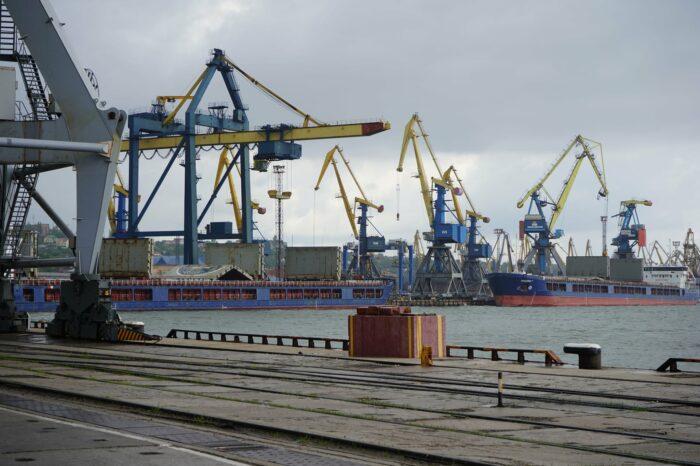 Мариупольский МТП хочет отремонтировать контейнерный перегружатель за 8 млн грн