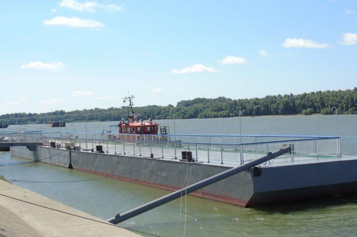 В Измаильский порт вернулись два понтона (ФОТО)