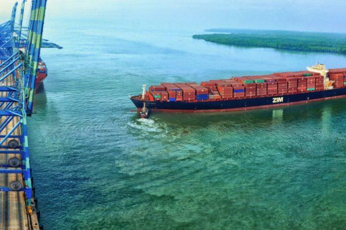 ZIM фрахтует 10 контейнеровозов на СПГ