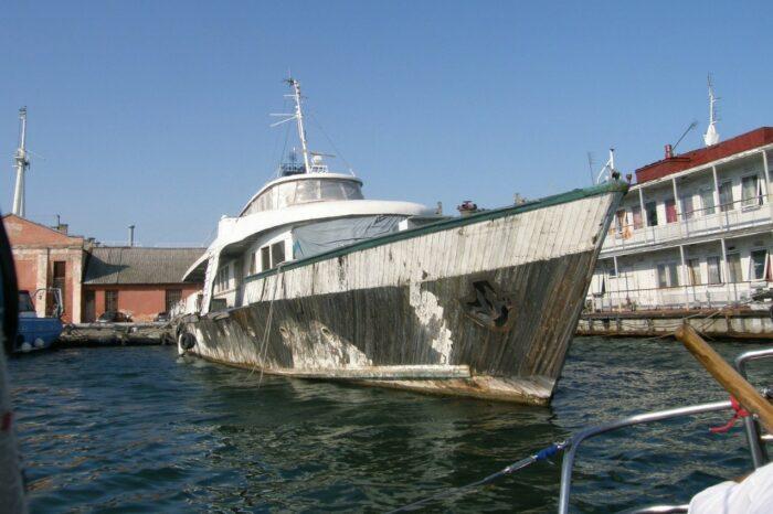 Американские водолазы помогут поднять затонувший катер времен СССР