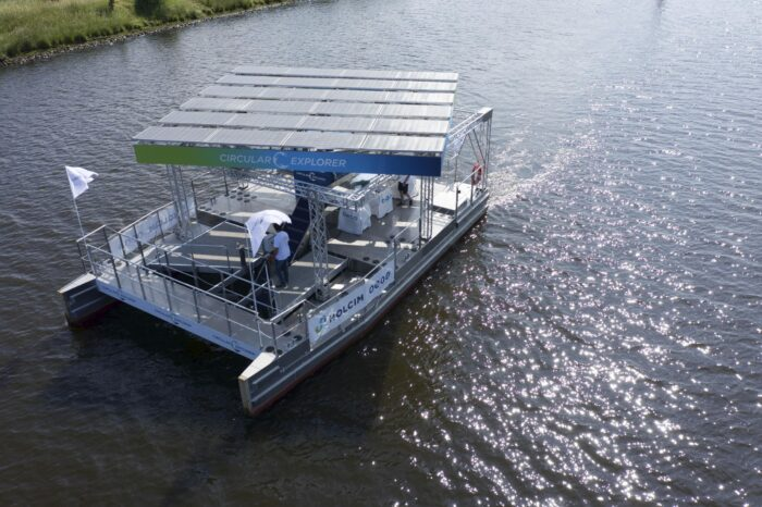 В Гамбурге спустили на воду катамаран-мусоросборщик на солнечных батареях