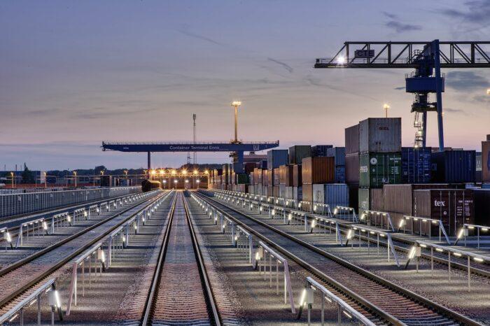 Контейнерные терминалы по всему миру постепенно наращивают грузооборот