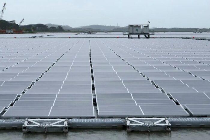 В Сингапуре появилась самая большая плавучая солнечная ферма