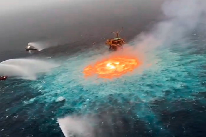 Подводный пожар тушили в Мексиканском заливе