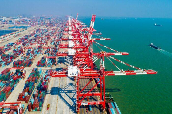 Китайские порты готовятся к тайфуну