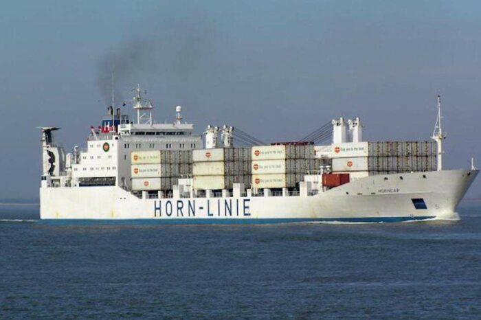 Одесские моряки застряли на судне возле порта Джибути: один моряк погиб