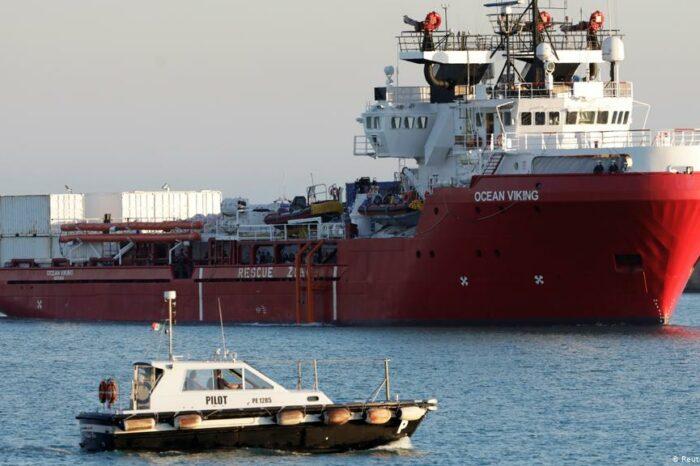 Италия примет спасательное судно с сотнями мигрантов