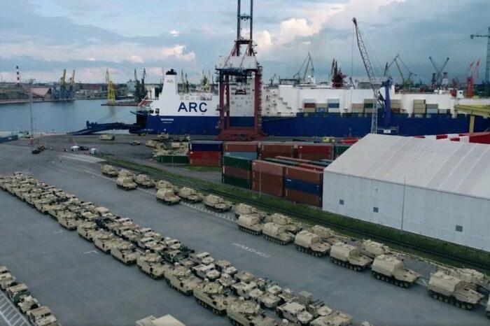 Видео дня: в польский порт доставили сотни единиц техники американской пехотной дивизии