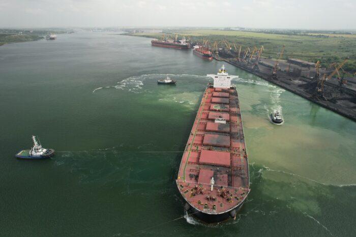 Порт «Южный» перевыполнил план по обработке грузов в июне