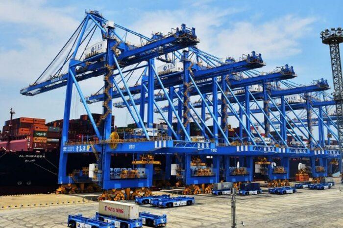 Порт Циндао будет транспортировать контейнеры над землей