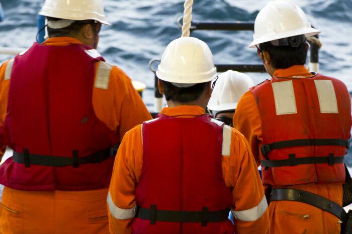 Китай задерживает смену экипажей для индийских судов