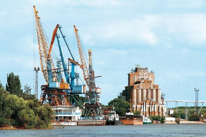 В порту Усть-Дунайска погрузили первое судно зерном нового урожая