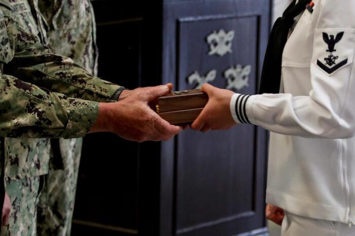 Оператором военного корабля в США впервые стала женщина