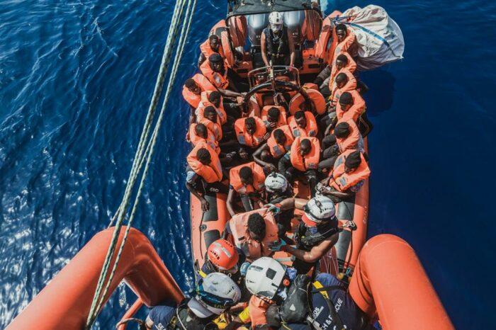 Более 700 мигрантов спасли в Средиземном море в течение суток
